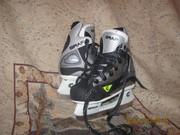 Шлем хоккейный;  коньки хоккейные GRAF 29р.