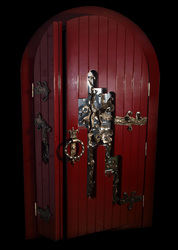 Предлагаем Вам эксклюзивную  антикварную дверь ручной работы