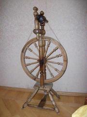 Необичную продам старую прялку рабочую ей около 100 лет!!!!
