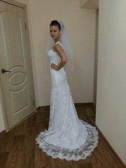 Продам шикарное свадебное платье со шлейфом вышитое бисером