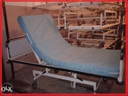 Продам кровать медицинскую на колесах с матрасом