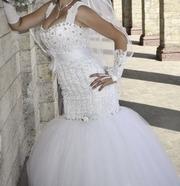 продам изысканное свадебное белое платье рыбка в камнях