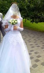 Продам белое свадебное платье,  1700 грн вместо 5000,  размер: 42-50