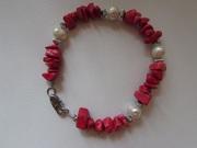Браслет женский из коралловых камней красного цвета