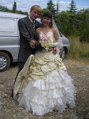 Продам свадебное платье со шлейфом(при необходимости легко снимается).