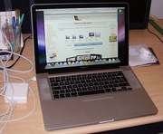 15 Apple MacBook ноўтбук для продажу. Версіі 2010